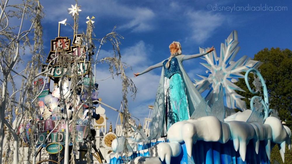 Elsa en el desfile de Navidad de Disneylandia