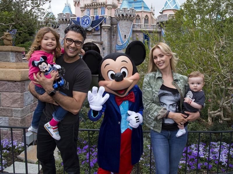 Jaime Camil en Disneylandia