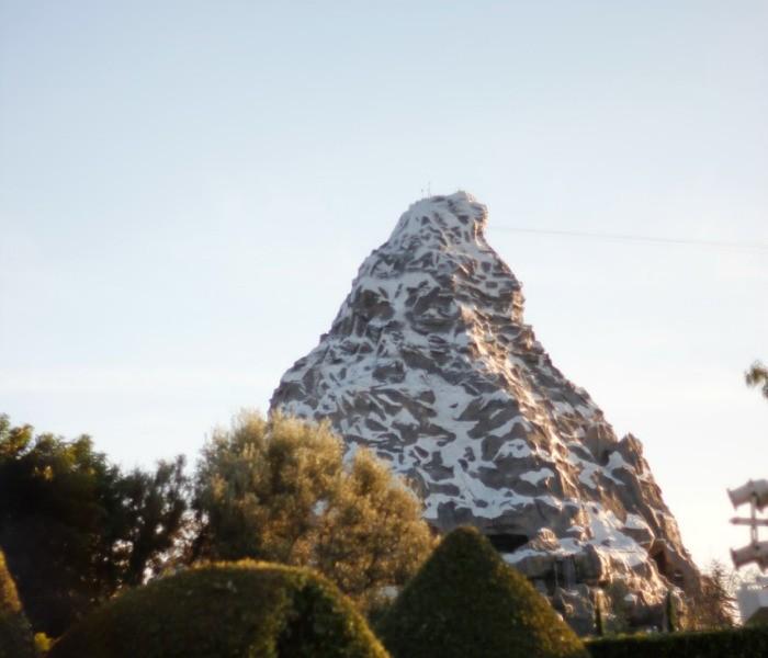 Matterhorn Bobsleds en Disneylandia - old.disneylandiaaldia.com