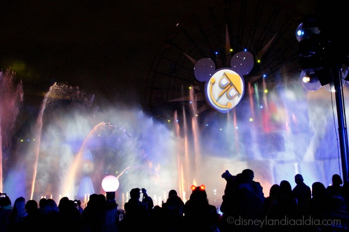 World of Color - Celebrate! It's a small world - old.disneylandiaaldia.com