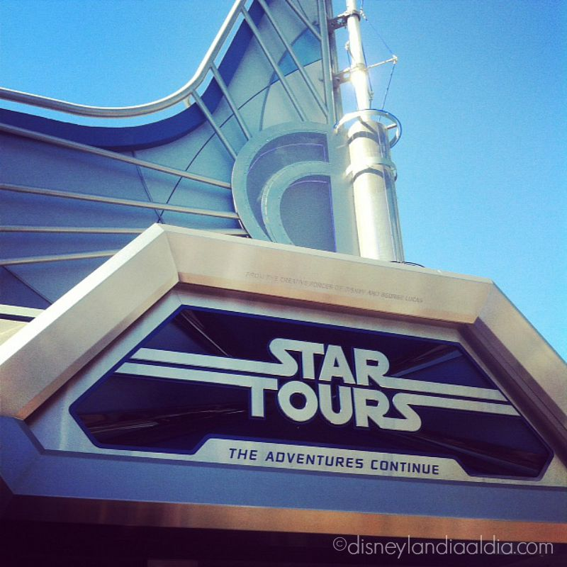 Fachada de Star Tours en Disneylandia por old.disneylandiaaldia.com