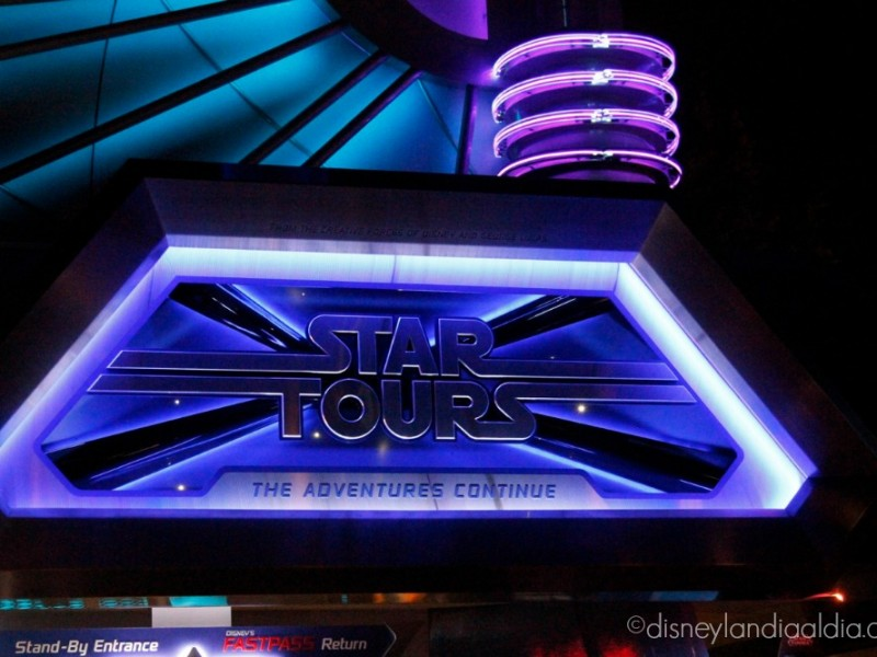 Star Tours de noche en Tomorrowland - disneylandiaaldia.com