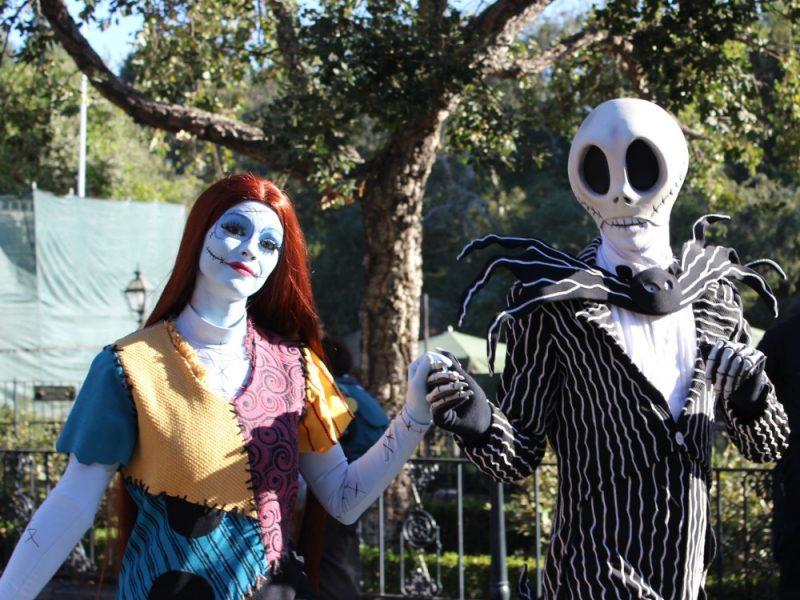 Jack y Sally en Disneylandia Halloween