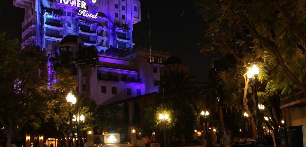 Torre de Terror en DCA Noche