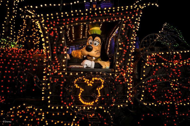 Goofy en el desfile de main street electrical parade
