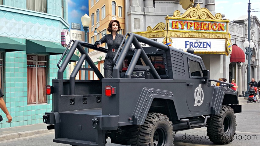 black widow en disneylandia