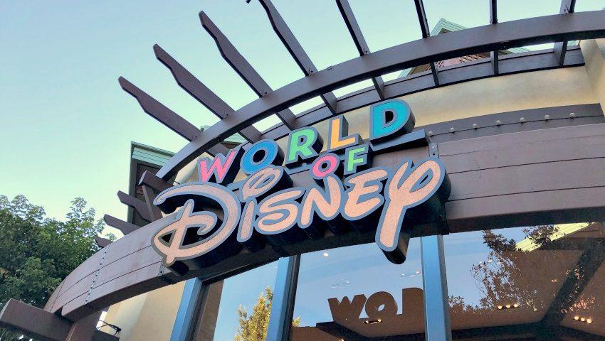 De Compras en World of Disney en Disneylandia