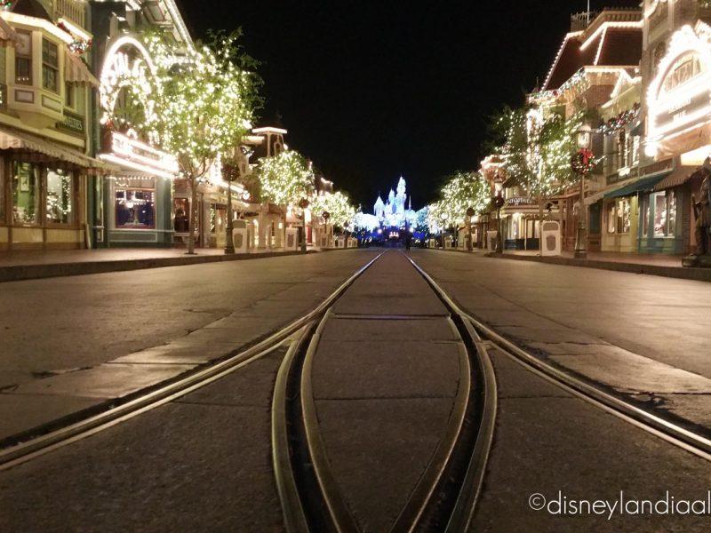 Main Street U.S.A. de noche sin gente