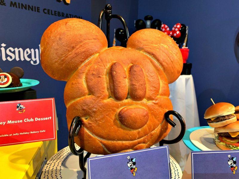 Celebra el Cumpleaños de Mickey y Minnie en Disneylandia