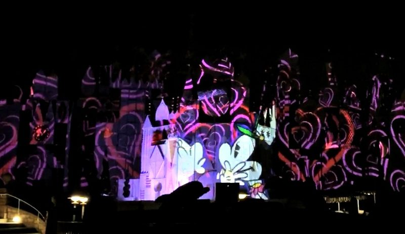 Mickey's Mix Magic ilumina la Noche en Disneylandia