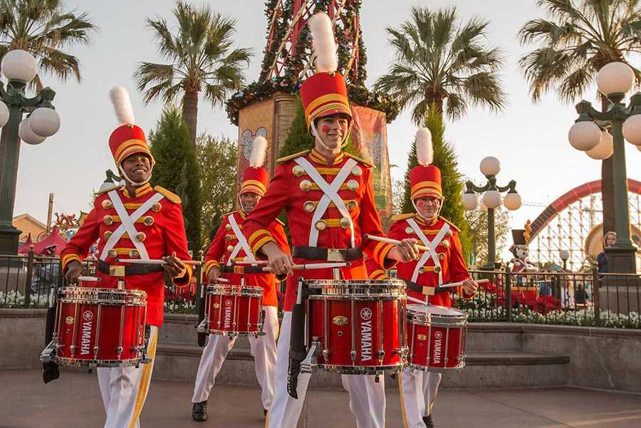 Nueva Celebración de Personajes 'Mickey's Happy Holidays' en Disney California Adventure