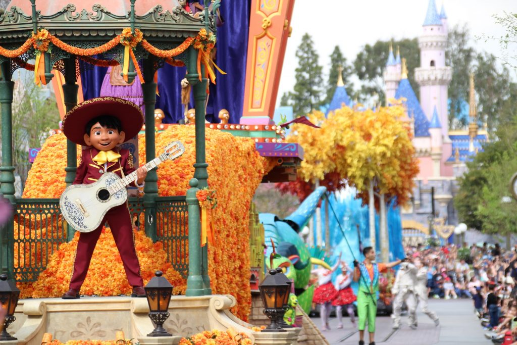 Datos curiosos sobre el Desfile 'Magic Happens' en Disneylandia